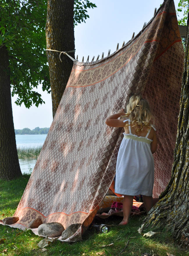 Easy outdoor fort darling fig for Homemade forts outdoors